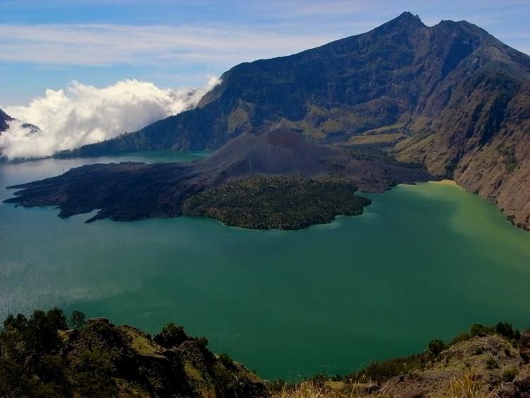 13.) Gunung Rinjani