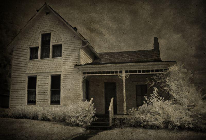 15) Iowa - Villisca Murder House Villisca - Haunted Hiking Trails 50 States