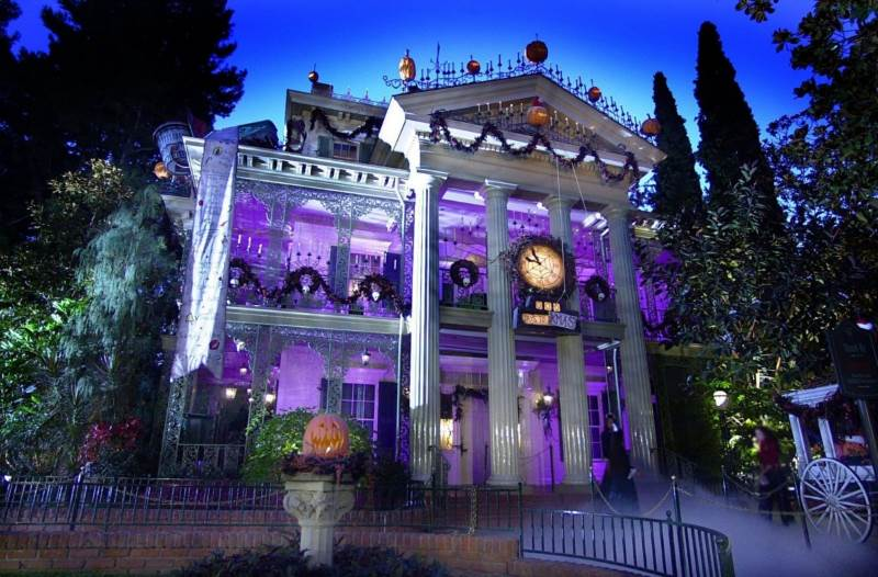 The Real Hauntings In Disneyland S Haunted Mansion
