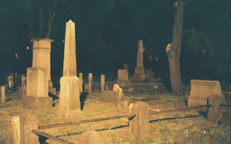 Creepy Stories: Trapped in the Cemetery