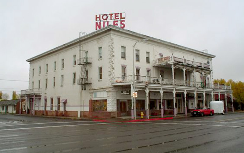 Lonely Men Can't Resist California Hotel Haunted By Dead Prostitute