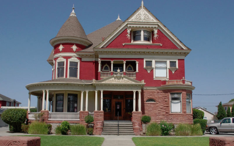 The Tuttle Mansion used to be filled with old, creepy things...then it turned into an antique shop to sell them. But you can't just sell away the haunted properties of an old building.