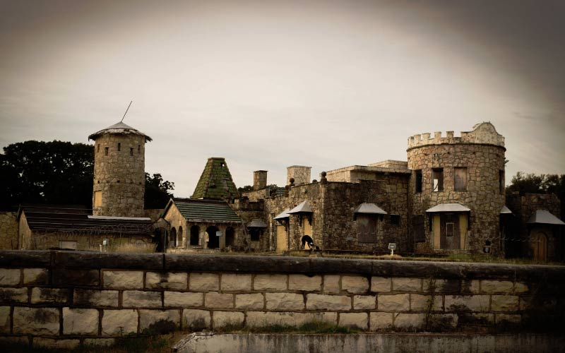 The old, haunted Lake Worth Castle in Fort Worth Texas is waiting for you to try to discover all of the secrets that are hidden here.