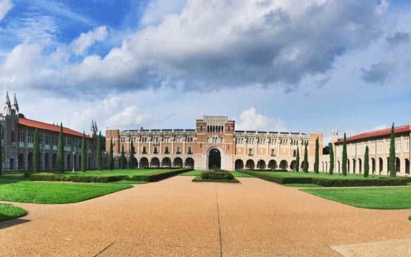 Have you ever been to Rice University in Texas? This Houston Uni has a very eerie vibe about it.
