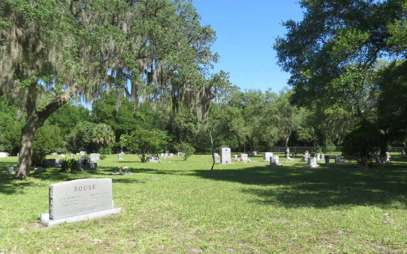 Be respectful if you visit this haunted cemetery in Orlando, Florida... the spirits don't take kind to disrespect.