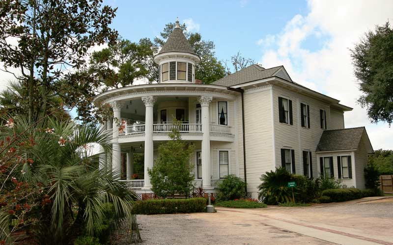 An old, haunted house in Marianna, Florida is quite the place to see.
