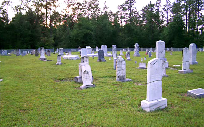 The Coon Hill Cemetery is a haunted place in Florida.
