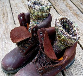 How To Keep Your Feet Warm When Hiking In Winter