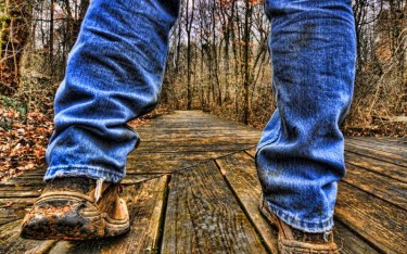 Hiking-In-Jeans-Is-It-A-Mistake-Discover-The-Truth-Now