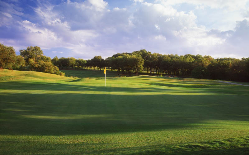 There's An Evil Shadow Who Wants To Put A Hole In One Of Your Limbs At This Fort Worth Golf Course