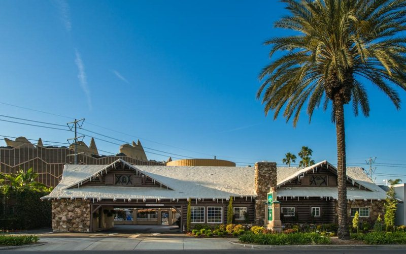 Alpine Inn near Convention Center and the Park - Top-rated location; only one mile from Disneyland